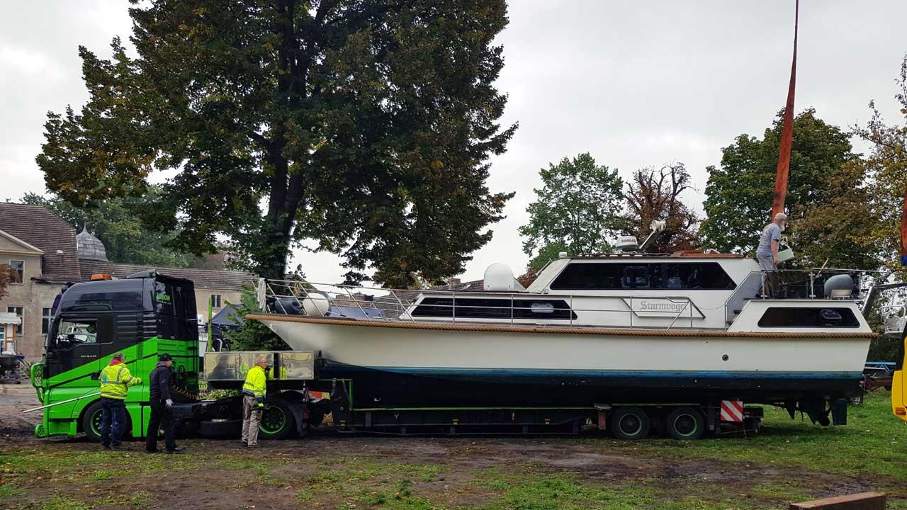 Kranservice - Wir kranen dein Boot sicher und preisgünstig