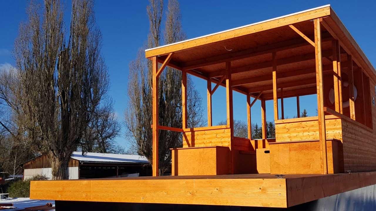 Holzbauten und Holzaufbauten für Pontons und Wasserfahrzeuge aller Art