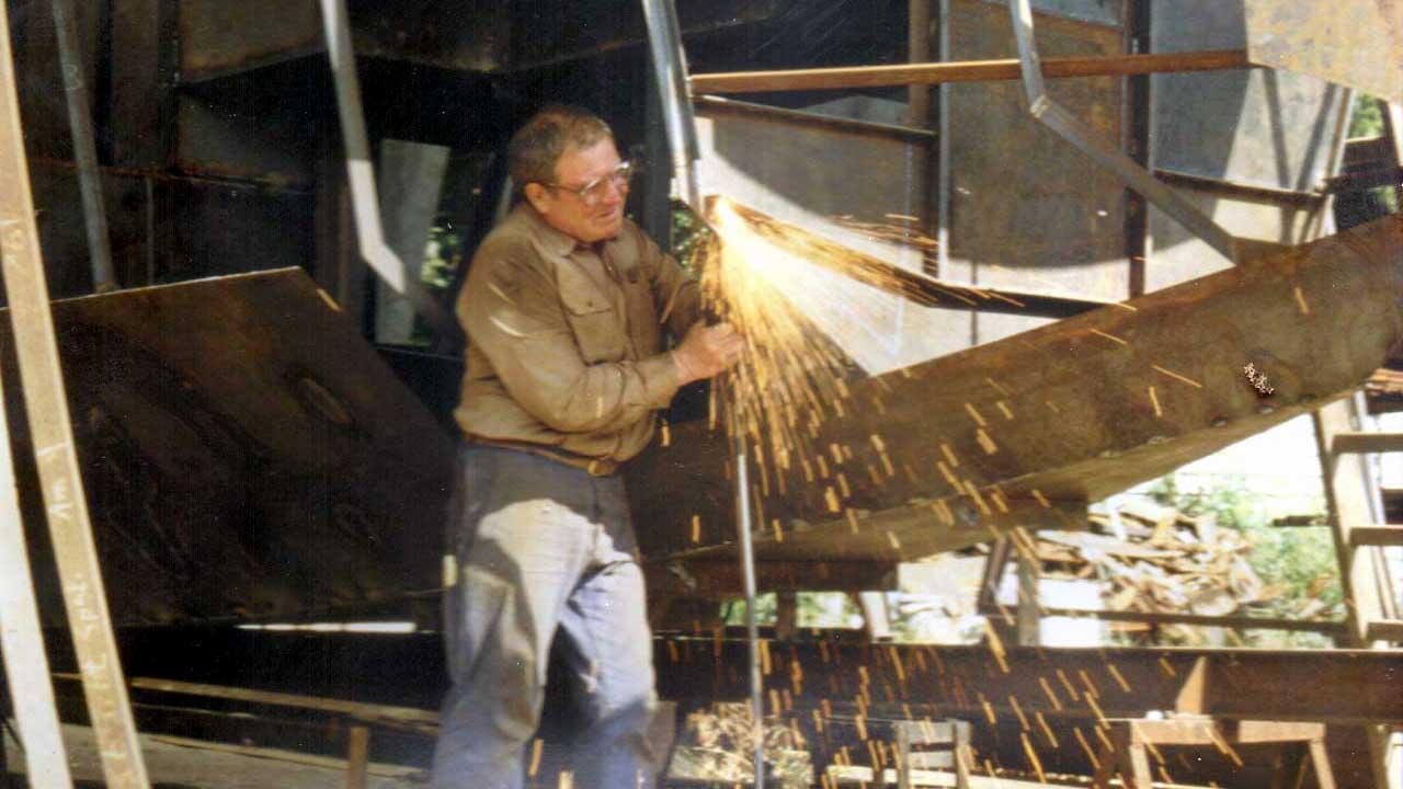Jacko Seniorchef restauriert alte Boote - Bootsrestaurierung seit 1961