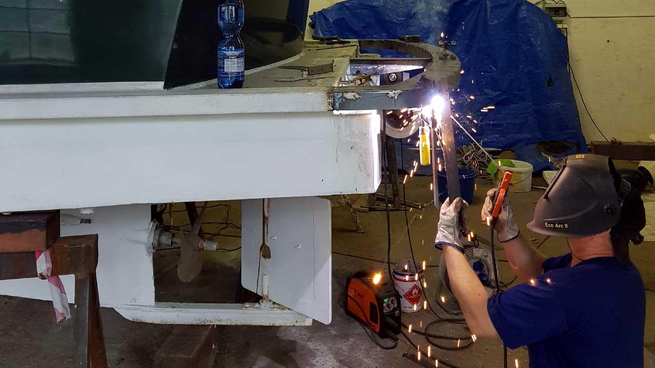 Schiffbau Arbeiten an einer Schiffssektion
