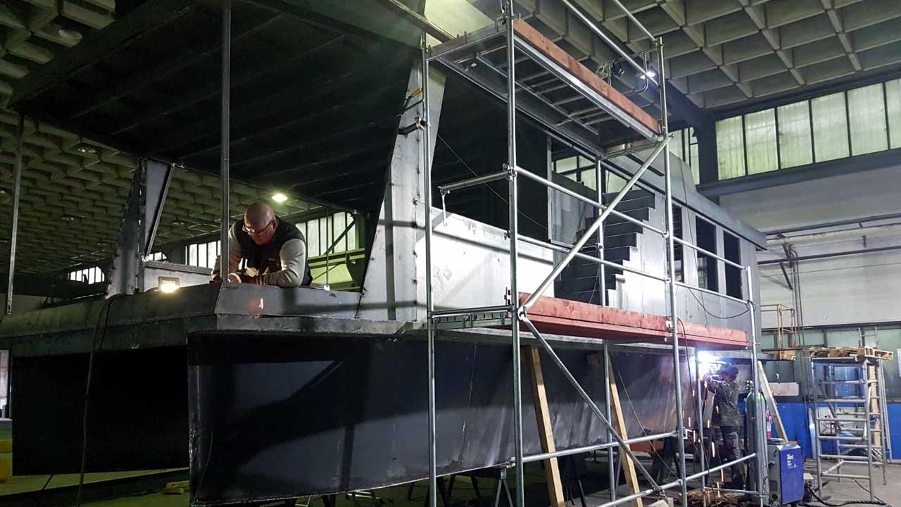 Schiffswerft baut Schiffe mit Schiffbaustahl - Jacko Schiffbau