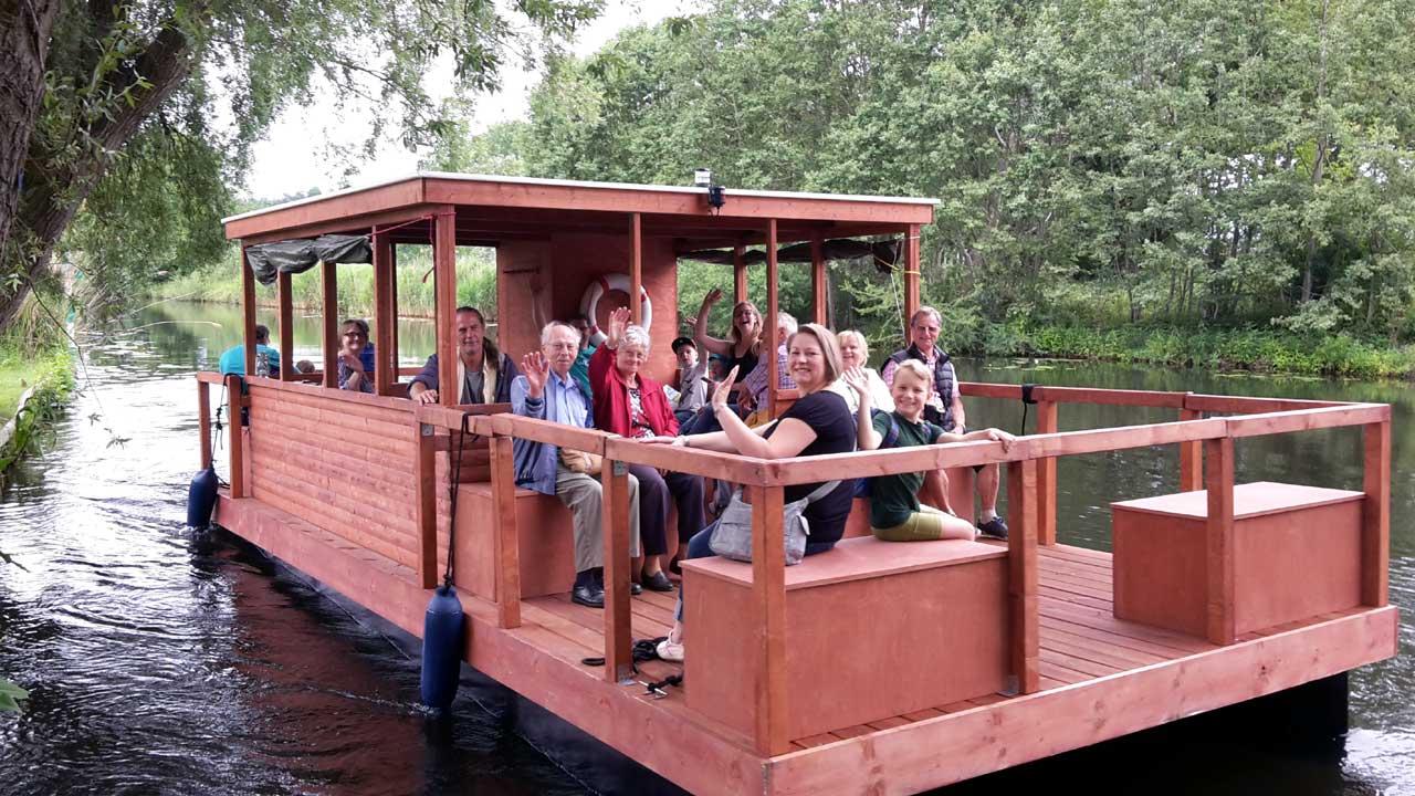 Flossfahrt auf dem Storkower Kanal - Wassersportfest Philadelphia